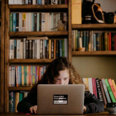 Cyfrowe okno na świat w czasie epidemii – czyli dekalog okulistyczny
