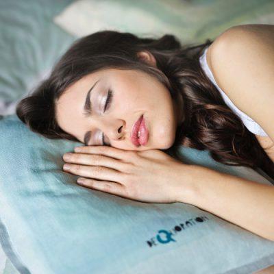 Jak sen wpływa na zespół suchego oka?
